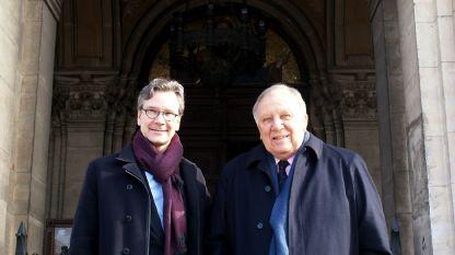 Michael Lahr und Gregorij von Leitis vor der Sofioter Synagoge