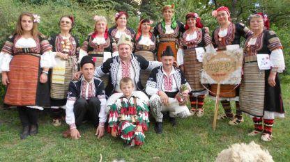 Фолклорната група на село Пещера