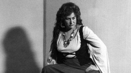 """Петя Балджиева в ролята на Азучена от """"Трубадур""""."""