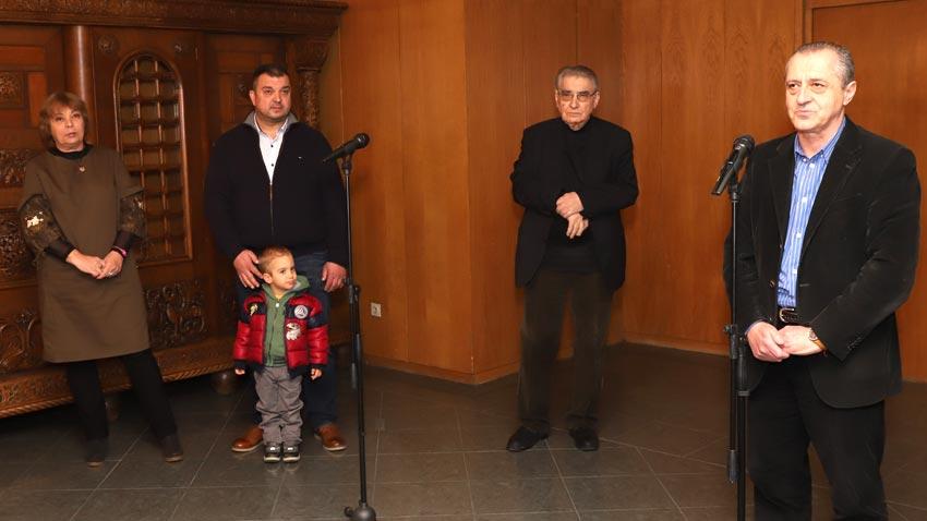 Από αριστερά προς τα δεξιά: η Μπόνι Πετρούνοβα, ο Αντόνιο Βασίλεφ, ο ακαδημαϊκός Σβετλίν Ρούσεφ και ο καθηγητής Βαλέρι Στέφανοφ στα εγκαίνια της έκθεσης