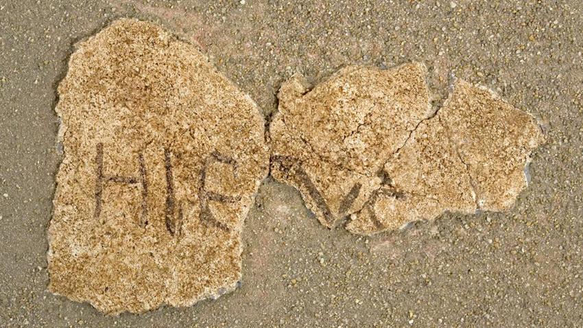 Фрагмент с частично повреден надпис на латински HІE(S)US или HРE(S)US в раннохристиянския комплекс в крепостта на нос Св. Атанас, гр. Бяла. Това е един от най-ранните надписи с името на Иисус Христос от българските земи.