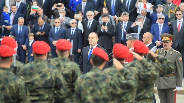 Нехайното отношение към армията подкопава държавността, заяви президентът Румен Радев