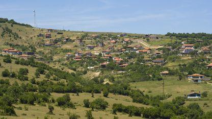 Изглед от село Емона.