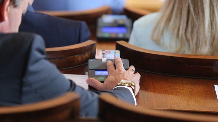 Заседанието на парламента, на което бе решено да се създаде временната анкетна комисия