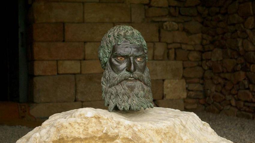 Seuthes III. – Bronzekopf des thrakischen Herrschers, der bei den Ausgrabungen des Grabmals Golyama Kosmatka entdeckt wurde.