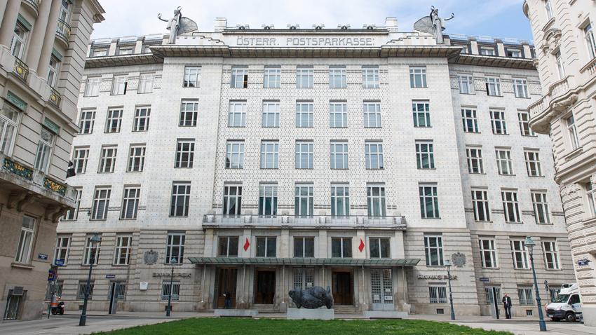 Изглед към Виенската поща, построена от австрийския архитект Ото Вагнер