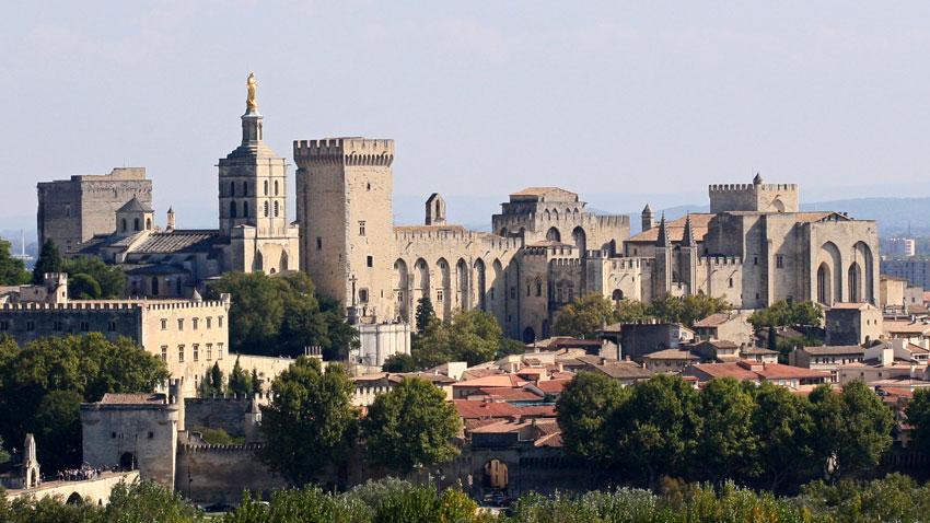 Папският дворец в Авиньон