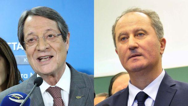 Президентът Никос Анастасиадис (вляво) получи 35,5% от гласовете и се изправя на балотаж на 4 февруари срещу независимия Ставрос Малас, събрал 30,25% на първия кръг на изборите в неделя.