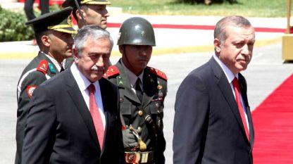Реджеп Ердоган с кипърския турски президент Мустафа Акънджъ