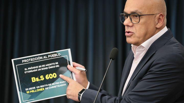 Венецуелският министър на комуникациите и информацията Хорхе Родригес на пресконференция в Каракас.