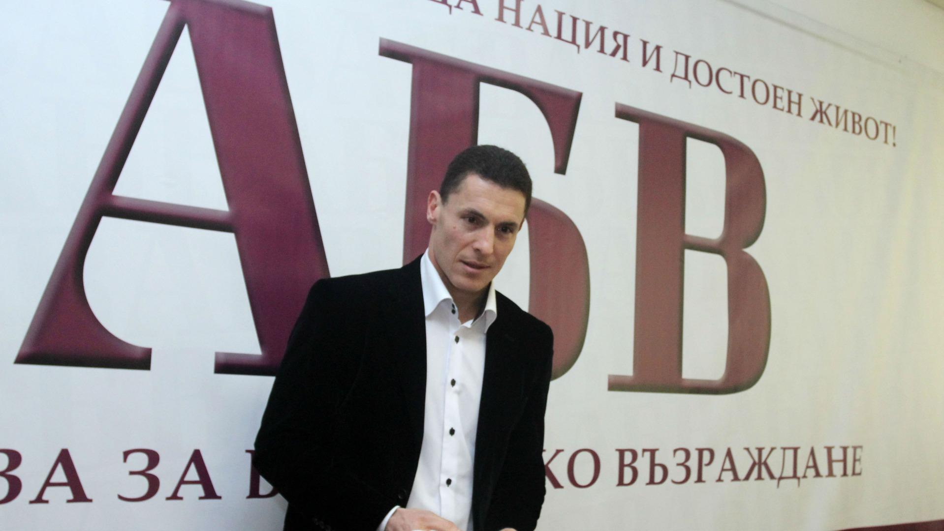 Финансистът Константин Проданов доскоро беше лидер на АБВ