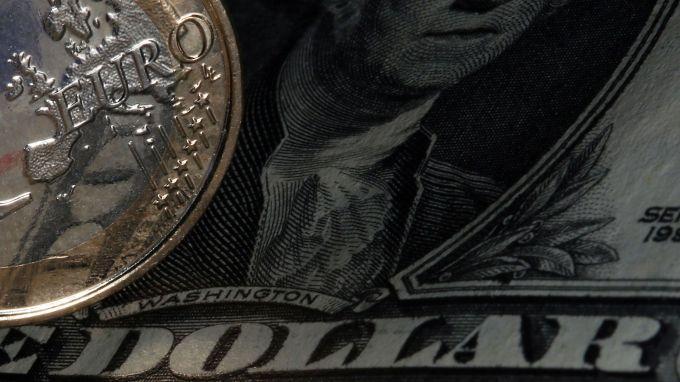 Еврото може да достигне паритет с долара, ако Льо Пен спечели президентските избори във Франция