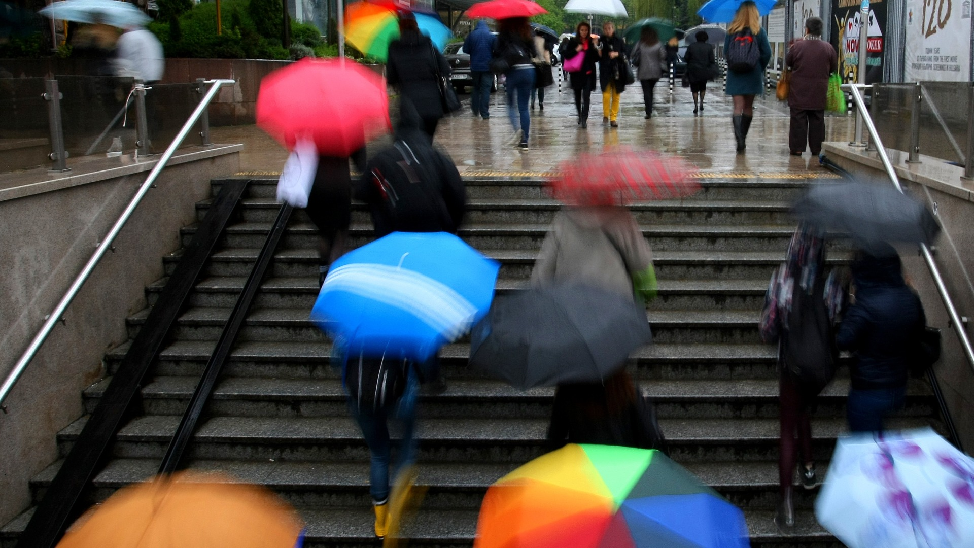Жълт код за обилни валежи и гръмотевични бури е обявен