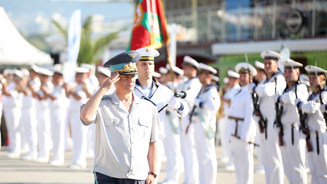 21 курсанти във военноморските сили и 20 военни лекари положиха