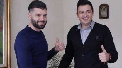 Божидар Митрев (вляво) напусна