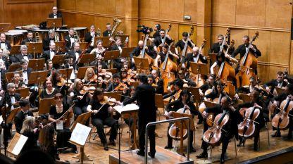 Симфоничният оркестър на БНР с диригент Росен Гергов.