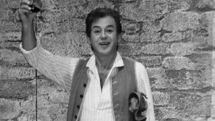"""Георги Чолаков в ролята на Неморино в """"Любовен еликсир"""" от Доницети, 1976 г., Манхайм."""