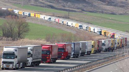 По българските пътища се движат по около 25 000 тира на ден