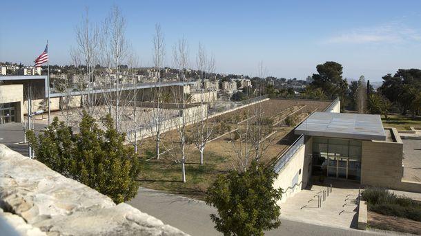 Посолството първоначално ще се помещава в сградата на консулството в квартала Арнона на Йерусалим