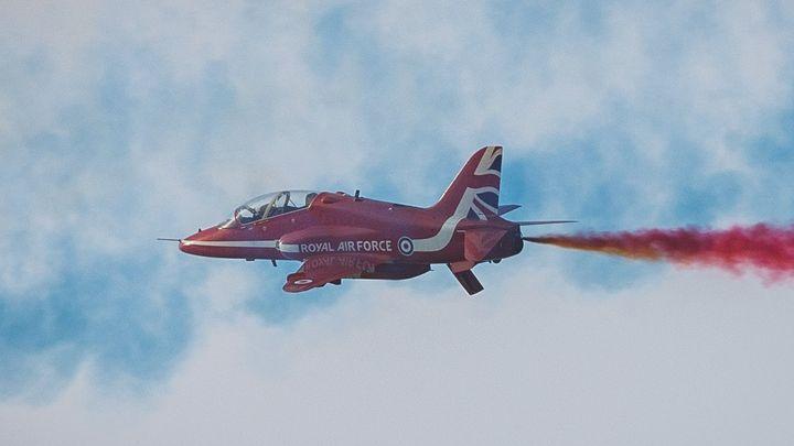 "Самолет ""Хоук"" на британския аеробатичен тим ""Ред ароус"""