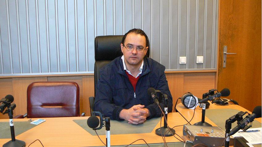 Д-р Емил Ганчев в студиото на предаването.