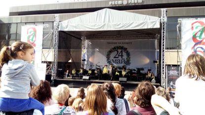 Стотици зрители с интерес наблюдаваха изпълненията на музикални състави на БНР на сцена до НДК в София.