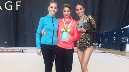 Бранимира Маркова /в средата/ с  две от своите възпитанички - Боряна Калейн /вляво/ и Невяна Владинова