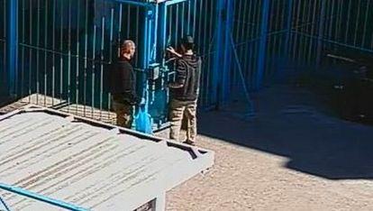 МВР пусна снимки на Пелов и Колев преди да избягат от затвора
