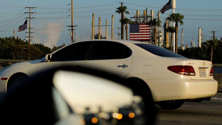 През последните 20 години вносът на автомобили за превоз на пътници е нараснал от 32% от колите, продавани в САЩ, до 48%.