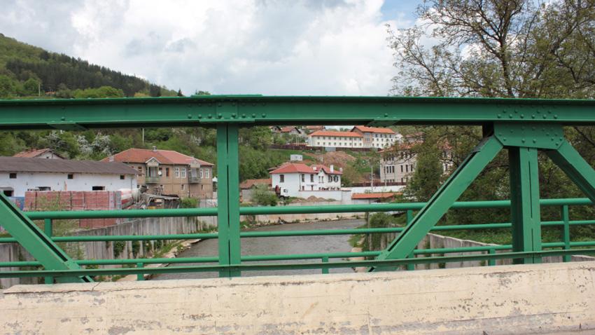 Изглед от моста над река Ерма.