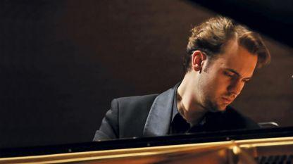 Пианистът Евгени Божанов