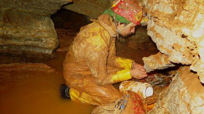 Колкина дупка счупи рекорда за най-дълбока пещера в България