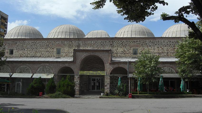 Безистенът (покрит пазар) в Ямбол е построен през първата половина на ХVI век. Той е един от най-запазените и интересни архитектурни паметници в България.