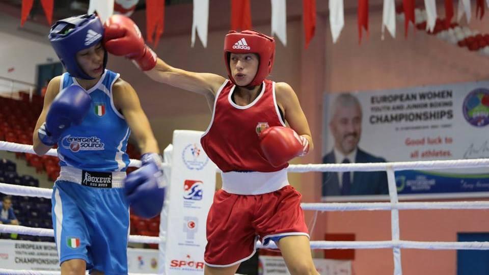 Елина Георгиева започна с летящ старт Държавното по бокс за девойки