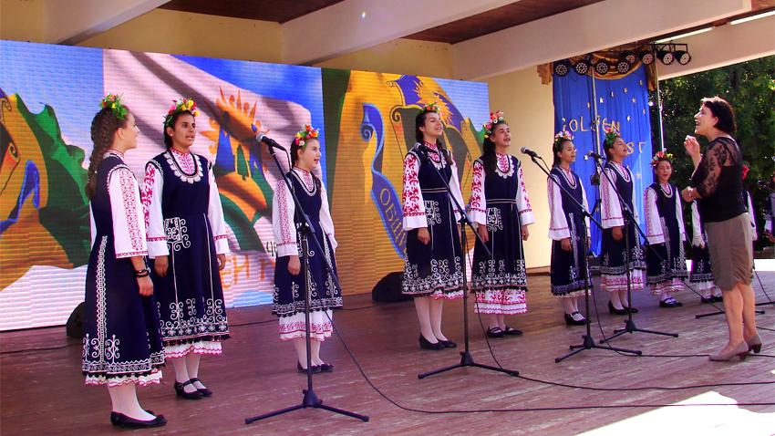 Мария Лешкова и женская фольклорная группа из города Златица