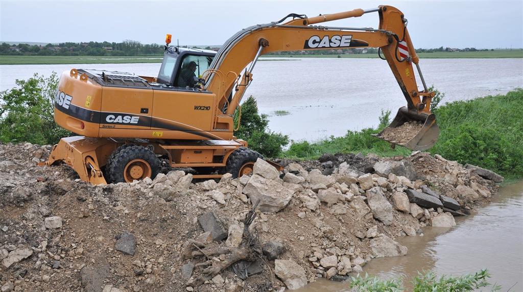 Непочистени канали и разрушени диги в област Бургас са потенциално