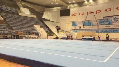 """В зала """"Конгресна"""" монтираха уредите за Световната купа по спортна гимнастика и акробатика"""