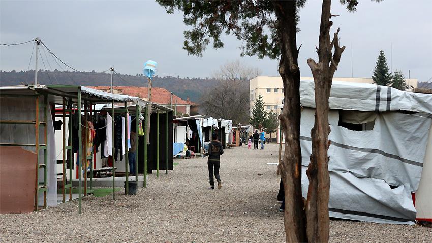 Центърът за настаняване на бежанци в Харманли е временна спирка за хилядите прииждащи чужденци, чийто поглед е насочен на Запад.