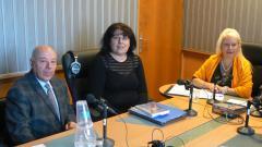 Адвокат Захари Генов, Тони Титянова и Анелия Торошанова (вдясно) в студиото на предаването.