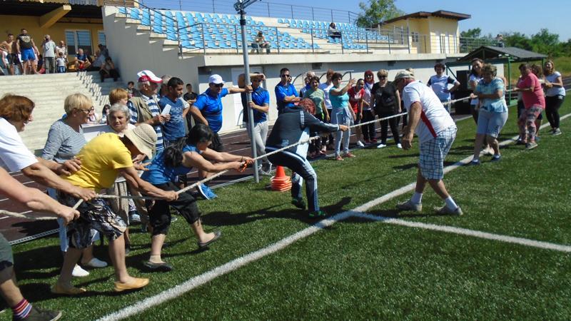 Млади и стари показаха форма на провелия се наскоро в Ново село спортен празник.