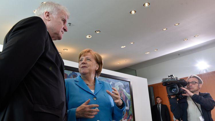 Канцлерът Ангела Меркел с лидера на ХСС Хорст Зеехофер