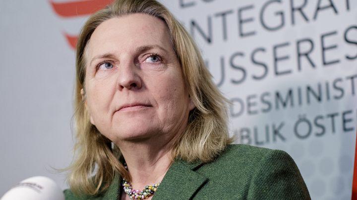 Нареждането за прибиране на аташето е на австрийския външен министър Карин Кнайсъл.
