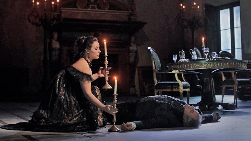 Соня Йончева и Желко Лучич в сцена от операта.