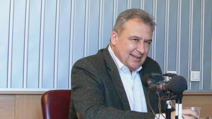Проф. Станислав Семерджиев в студиото на БНР