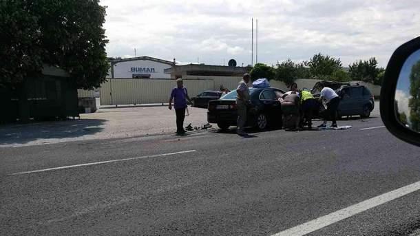 Два автомобила са се ударили челно между селата Долна Градещница и Струмяни. Колите са силно повредени и се е наложила намесата на спасителни екипи, които да ги разрежат и да извадят оттам пострадалите. Инцидентът е станал малко преди 12.00 часа