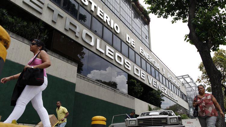 Приходите на държавната петролна компания PDVSA са намалели драстично