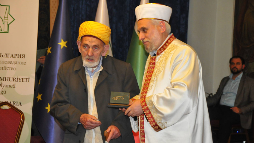The Supreme Muslim Council also handed the Hodzhazade Mehmed Muhyiddin effendi annual awards to the following persons: 92-year-old Mehmed Hamid Hodza