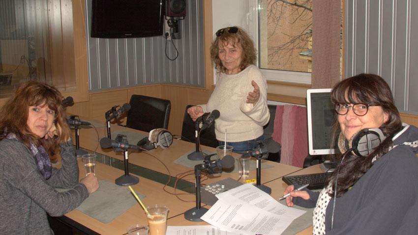 """На снимката (отляво надясно): Силвия Великова, Петя Владимирова и Ирен Филева в студиото на """"Клубът на жуналистите"""""""