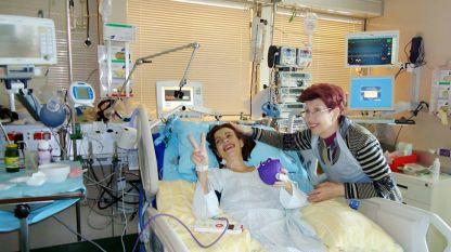 Наталия с майка си Валентина Маева на петия ден след трансплантацията