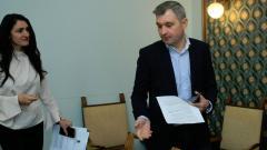 Председателят на СОС Елен Герджиков и председателят на постоянната комисия по инженерна инфраструктура и енергийно планиране Валя Чилова дадоха пресконференция